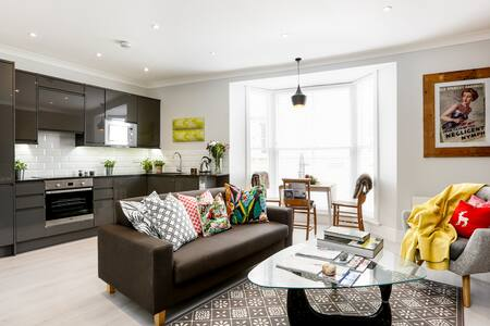 Vogue seaside apartment with unique style - Apartment