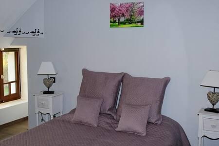 La Chambre aux Cygnes - Solre-le-Château - Bed & Breakfast