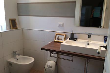 Graziosa camera in casa d'epoca con cucina tipica - Novi Velia - House