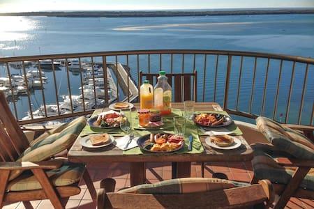 Runaway Bay Luxury Waterview - Apartament