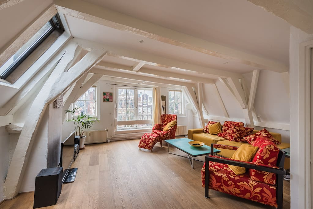 Cozy apartment in top located canal