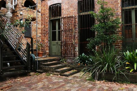 Urban retreat in heritage warehouse - Newtown - Apartamento