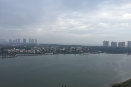 阳台拥有无敌江景,下楼拥有私家海滩和无敌海景 - 惠东