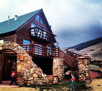 Luxury 6+ Bedroom Mountain Cabin - Chalet