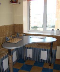 1-комнатная квартира в уютном спальном районе - Kirov - Lejlighed