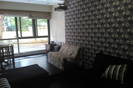 1 Bedroom in Mumbai. Suburb Versova(Opp the beach) - Appartement