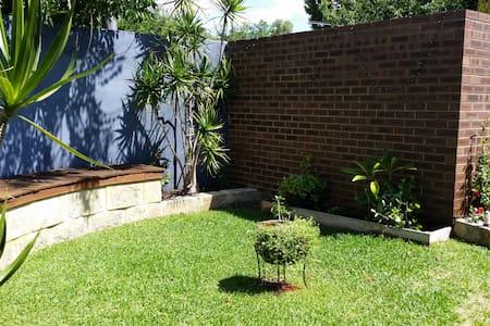 Renovated villa with private garden - Huvila