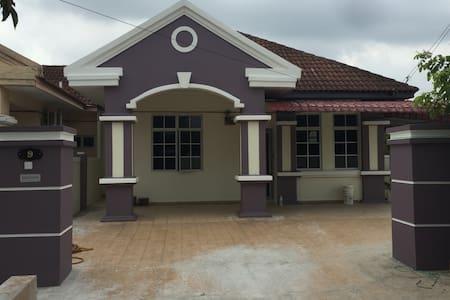 Sepang Homestay - House