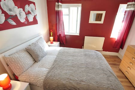 COSY ROOM IN BETHNAL GREEN-RE(C)