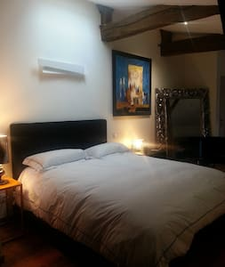 Maison ROBINSON chambre bleue - Bed & Breakfast