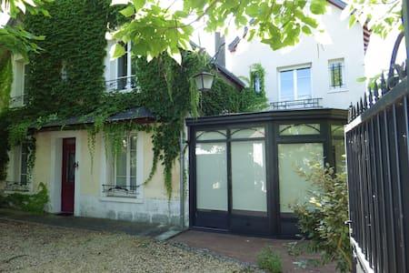 Gîte des Catalpas - Sambin - House