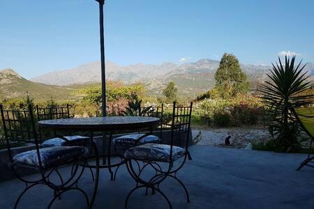 Coquet studio avec vue montagnes - Calvi