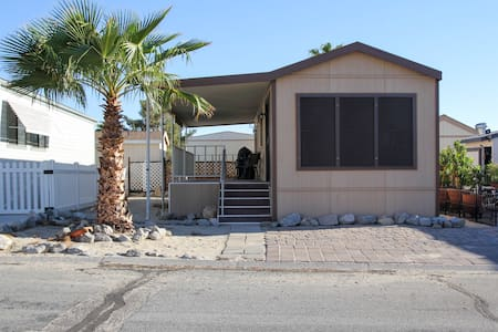 1 BDRM Desert Getaway, Hot Mineral Spring Waters! - Desert Hot Springs