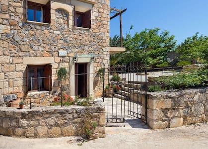 JASMINE  cottage house in kefalas - Casa