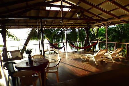 Jungle Sea EcoHouse - Un Puerto Particular - Isla Bastimentos