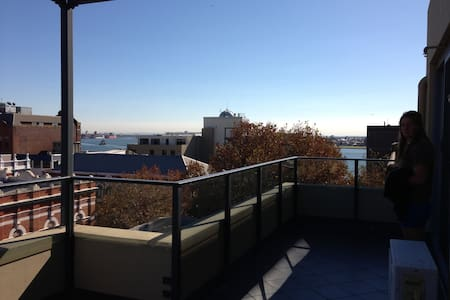 HARBOUR Views and minutes to our beautiful beaches - Newcastle - Apartemen
