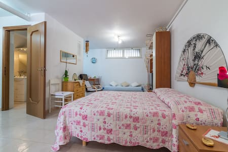 Self contained basement flat next Cagliari airport - Apartment