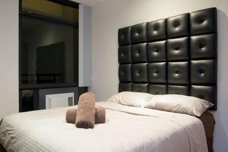 Suite in the Gramercy 2 Queen beds! - Makati - Lägenhet