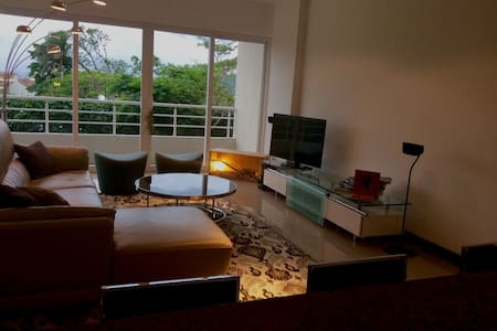 NEW & LUXY bnb apartment NEAR EVERYTHING. - Santa Ana - Apartment