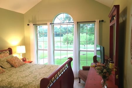 Pool & Park Like Retreat in Waxahachie - Waxahachie - House