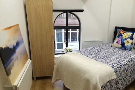 City Centre self contained single studio - Kidderminster - Apartamento