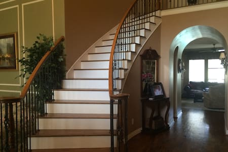 Beautiful 5 Bedroom Home with pool. - Coppell - Casa