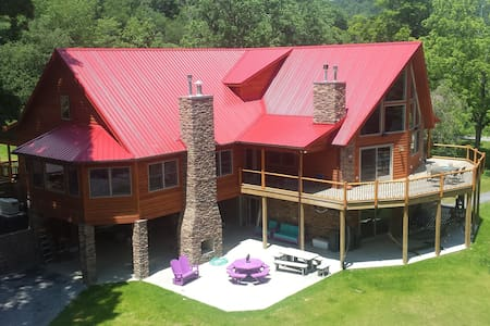 Stillwater Haven - Sleep Up To 20 in Pure Luxury - Chatka w górach