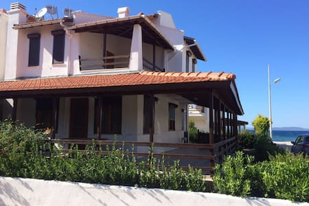 Charming Seaside Villa near Cesme - House
