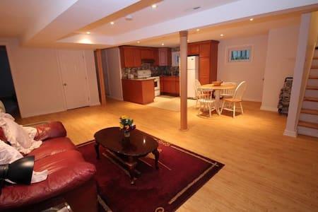 Beautifuly renovated basement with parking - Ganze Etage