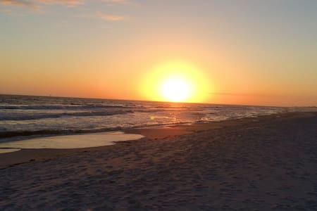Beach Cottage close to beach+pool!! - Gulf Shores - Hus