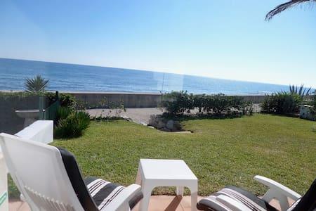 Sea front, first line beach Villa - bahia dorada - Casa