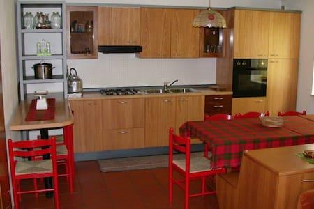 Appartamento spazioso vicino alle piste da sci - Canazei