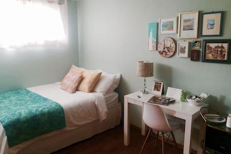 Cozy + Bright Room w/ Private Bath - Arcata - Ház
