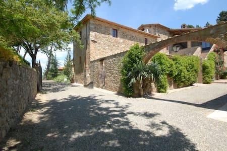 Villa Marie - Restored Barn, sleeps 2 guests - Apartment