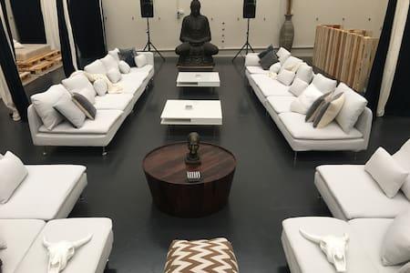 Luxury Retreat Melbourne - Loft