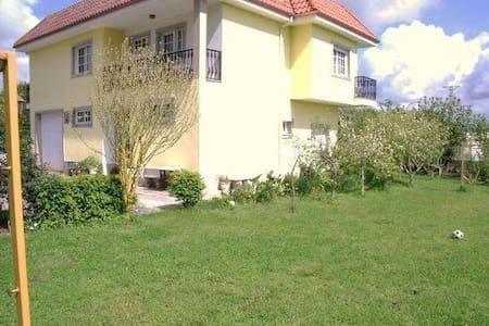 Apartamento con Jardin - Apartment