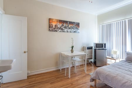 1 Block from DTLA - Studio Apt 309 - Los Angeles - Apartment