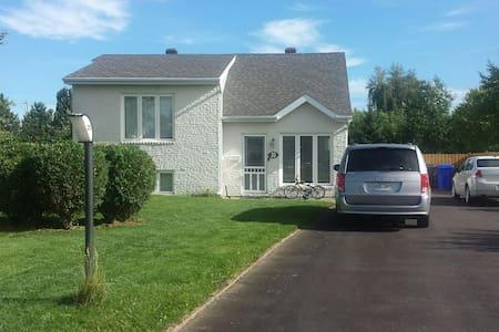 Petite maison dans un quartier tranquille - Dům
