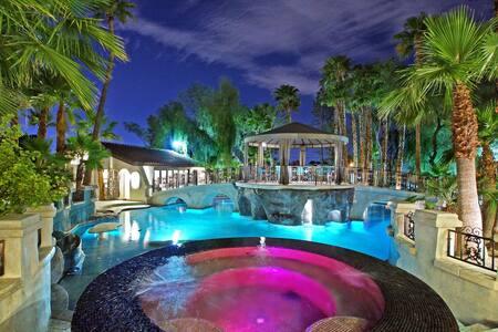 Top 20 Las Vegas Villa And Vacation Houses Staycation Airbnb Las Vegas Las Vegas Villa