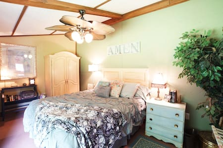 The Tack House Retreat w/ 2 beds & Full Kitchen - Oldham County - Apartamento