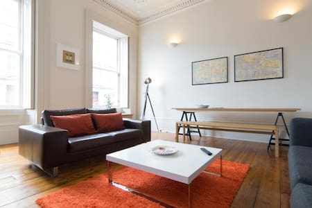 1850's city centre townhouse apartment - Appartement