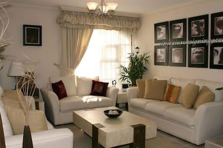 Entire very cozy apartment w/ WiFi - Nairobi