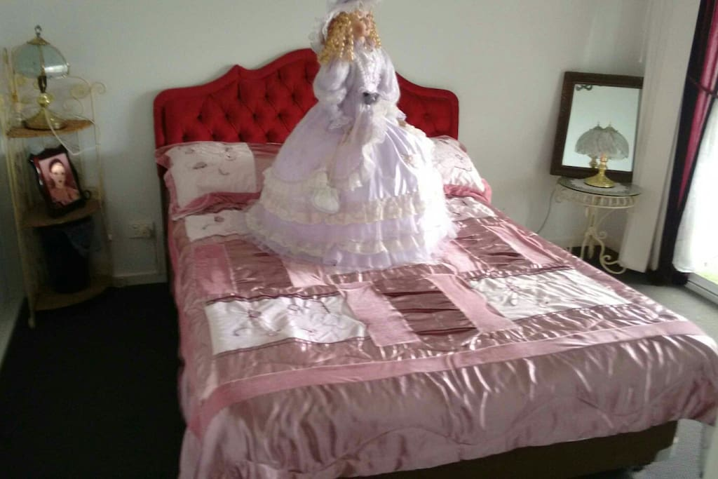 Guest Bedroom (Doll optional)
