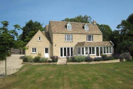 Deerfield House, Quenington - Casa
