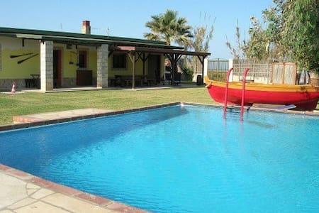 Chalet con piscina su spiaggia - Avola