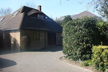 Alnwick Lodge Guest House - Uxbridge