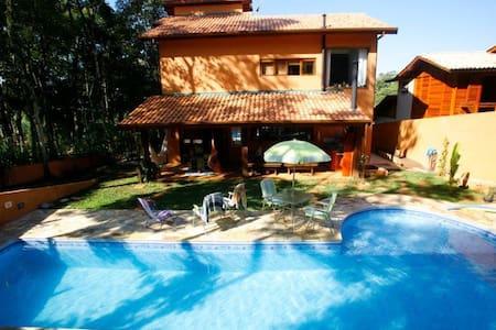 Alugo Casa c/ piscina pra temporada