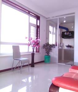 距火车1公里的日租短租居家旅馆高层电梯新楼 - Tonghua - Apartment