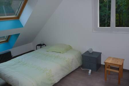 Chambre meublée avec douche privée chez l'habitant - Gästehaus