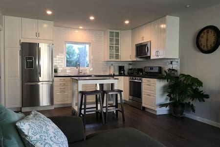 Spacious 1 BR Beach-close Village Duplex - San Clemente